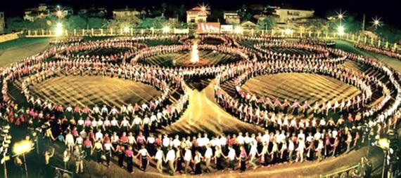 Năm 2013, múa xòe cũng đã lập kỷ lục Việt Nam với 3.000 người tham dự