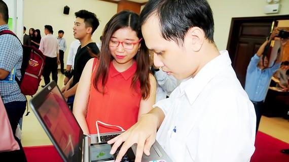 Ứng dụng công nghệ thông tin trong cuộc sống của giới trẻ TPHCM
