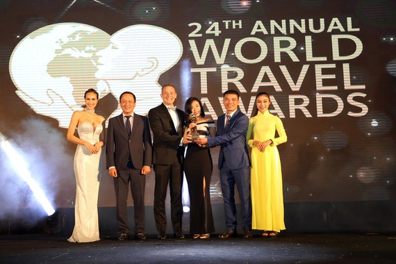 Mr. Ty Collins - TGĐ điều hành JW Marriott Phu Quoc Emerald Bay_Nhận giải World's Leading New Resort