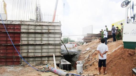 Hiện trường vụ tai nạn lao động tại công trình thi công nút giao thông Tân Vạn  (thị xã Dĩ An, tỉnh Bình Dương). Ảnh: THANH HẢI