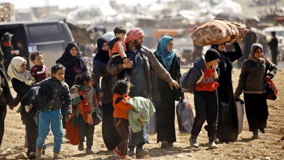 Người tị nạn tại một trại tạm ở Manbij, Syria ngày 8/3/2017 và Ain Issa, Syria ngày 10-6-2017