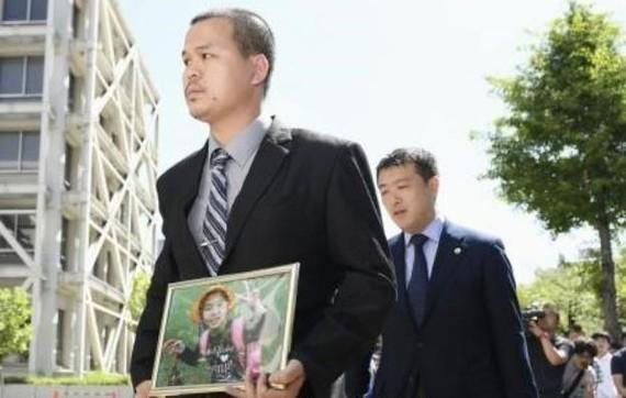 nh Lê Anh Hào (trái), bố của bé Nhật Linh, bày tỏ mong muốn lớn nhất của gia đình là tìm ra sự thật và nếu bị chứng minh có tội, thủ phạm sẽ phải nhận mức án cao nhất.