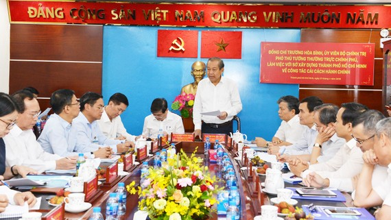 Phó Thủ tướng Thường trực Trương Hòa Bình làm việc với Sở Xây dựng TPHCM về công tác cải cách hành chính. Ảnh: VIỆT DŨNG