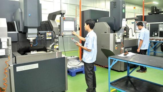 Sản xuất cơ khí chính xác tại Tổng Công ty Công nghiệp Sài Gòn. Ảnh: CAO THĂNG