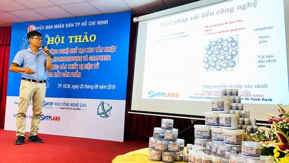 TS Đỗ Hữu Quyết giới thiệu keo DSA trước các nhà khoa học