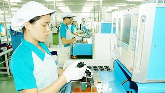 Sản xuất linh kiện điện tử tại Công ty Nidec Corporation Việt Nam trong Khu công nghệ cao TPHCM