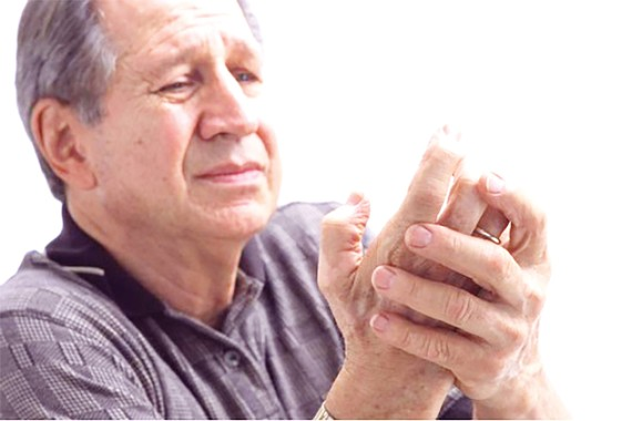 Tê bì tay chân - biểu hiện của biến chứng thần kinh ngoại biên do tiểu đường