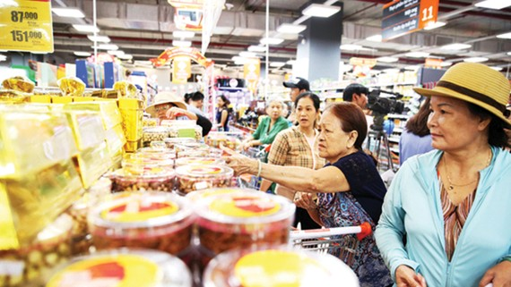 """Các mặt hàng đặc sản trong Chương trình """"Mỗi xã một sản phẩm"""" bày bán tại siêu thị BigC Thăng Long, Hà Nội. Ảnh: CTV"""
