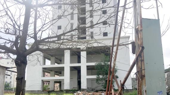 Chung cư Gia Phú trong tình trạng tranh chấp,  chưa biết ngày xây xong