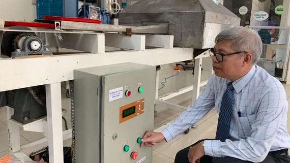 Thiết bị ứng dụng công nghệ sóng cao tần được giới thiệu tại CESTI. Ảnh: T.Ba