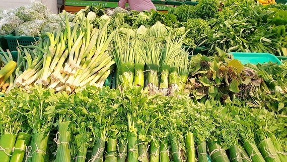 Mặt hàng rau củ quả, trái cây tại thị trường TPHCM  đang tăng giá mạnh