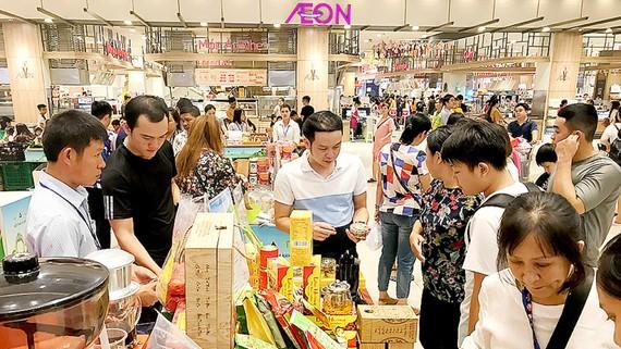 Tuần lễ sản phẩm doanh nghiệp Đà Lạt - Lâm Đồng thu hút khách hàng tham quan, mua sắm nhiều sản phẩm đặc trưng của tỉnh
