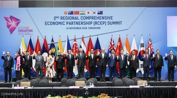 Các nhà lãnh đạo dự Hội nghị Cấp cao lần thứ 2 các nước tham gia đàm phán Hiệp định RCEP.