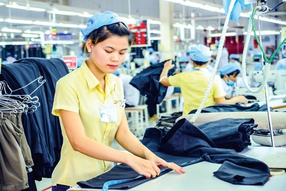 Vietnam textile and garment industry is difficult to benefit from EVFTA, because most Vietnamese enterprises only carry out the cutting process but not fabric and yarn producing.
