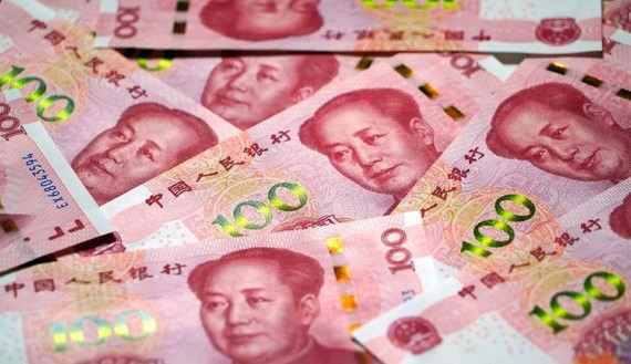 Chinese banks face restrictions on converting the yuan to other currencies. (Photo by Akira Kodaka)
