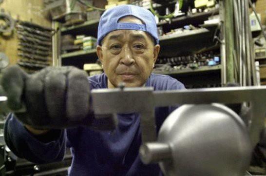 Chính phủ Nhật Bản đang khuyến khích các công ty giữ người cao tuổi ở lại làm việc lâu hơn