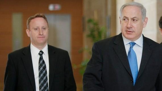 Ông Ari Harow và Thủ tướng Israel Netanyahu. (Nguồn: Haaretz)