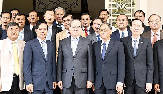 Bí thư Thành ủy TPHCM Nguyễn Thiện Nhân cùng Đoàn đại biểu cấp cao thủ đô Phnom Penh       Ảnh: Việt Dũng