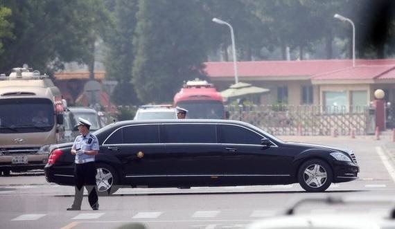 Chiếc xe được cho là chở nhà lãnh đạo Triều Tiên Kim Jong-un rời sân bay quốc tế Bắc Kinh, Trung Quốc ngày 19-6. (Nguồn: Ảnh: Yonhap/TTXVN)