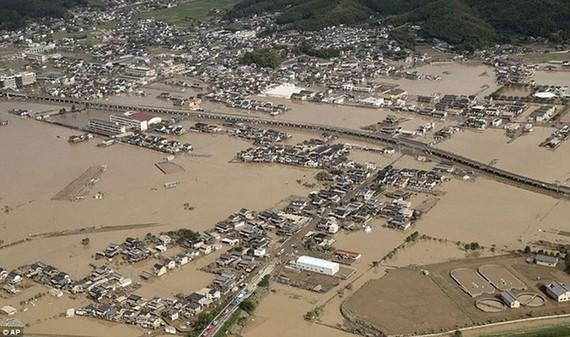 Hàng trăm ngàn ngôi nhà bị ngập trong nước. Ảnh: AP.