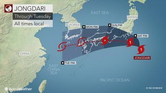 Dự báo vị trí và đường đi của cơn bão Jongdari. (Nguồn: accuweather.com)