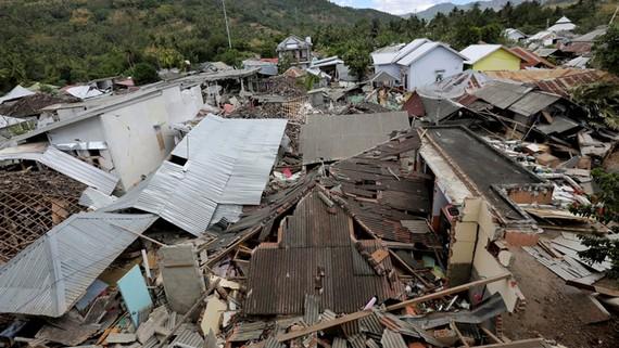 Những ngôi nhà bị phá hủy hoàn toàn tại Indonesia sau trận động đất. Ảnh: AAP