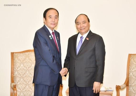 Thủ tướng Nguyễn Xuân Phúc tiếp ông Kiyoshi Ueda, Thống đốc tỉnh Saitama (Nhật Bản).  Ảnh: VGP
