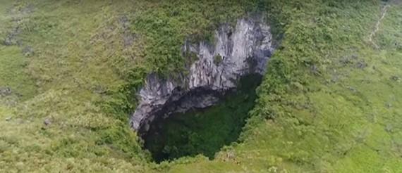 Phát hiện hang động lớn bằng 10 sân bóng đá
