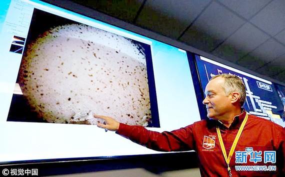Tàu thăm dò sao Hỏa InSight gửi bức ảnh đầu tiên