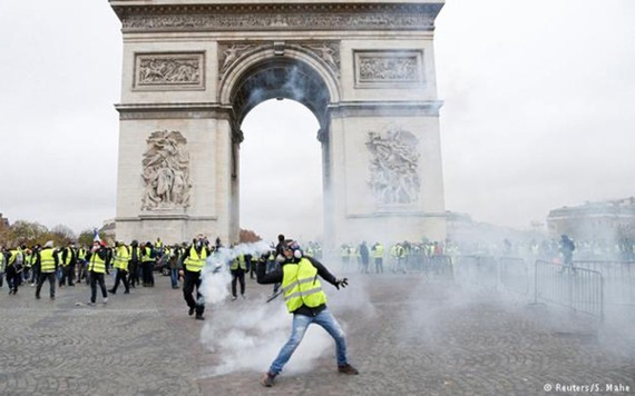 """Pháp tuyên bố sẽ siết chặt an ninh tránh tái diễn bạo lực từ biểu tình """"áo vàng"""" (Ảnh: Reuters)"""