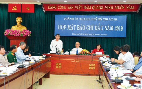 Lãnh đạo  Thành ủy TPHCM gặp gỡ báo chí đầu năm 2019       Ảnh: VIỆT DŨNG