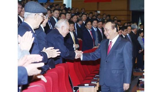 Thủ tướng Nguyễn Xuân Phúc và các đại biểu tham dự hội nghị    Ảnh: TTXVN