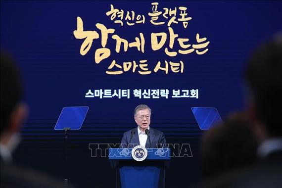 Tổng thống Hàn Quốc Moon Jae-in phát biểu tại sự kiện công bố kế hoạch xây dựng hai thành phố thông minh Busan và Sejong, tại Busan, ngày 13/2/2019. Ảnh: Yonhap/TTXVN