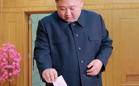 Ông Kim Jong-un đi bỏ phiếu. (Ảnh: KCNA)