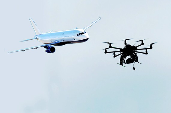 Anh cấm drone hoạt động gần sân bay