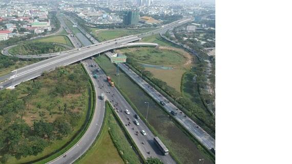Hạ tầng giao thông tại quận Bình Tân       Ảnh: CAO THĂNG
