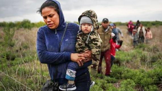 Người di cư đổ về biên giới Mexico-Mỹ. (Nguồn: Reuters)