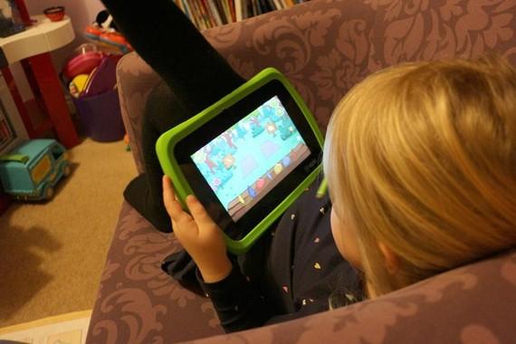 WHO giới hạn thời gian trẻ tiếp xúc với thiết bị điện tử