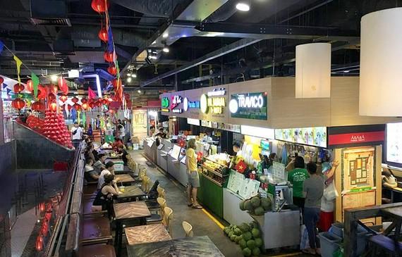 Khu ẩm thực trong Sense Market    Ảnh: THÀNH TRÍ