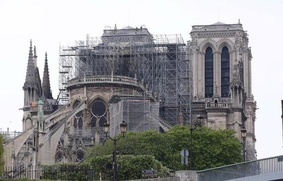 Nhà thờ Đức Bà ở thủ đô Paris sau vụ hỏa hoạn. Ảnh: THX/TTXVN