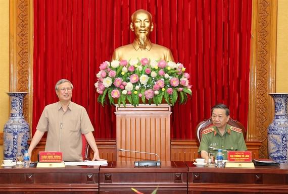 Đồng chí Trần Quốc Vượng phát biểu tại buổi làm việc. Ảnh: Bocongan