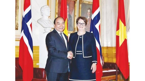 Chiều 25-5, tại thủ đô Oslo, Thủ tướng Nguyễn Xuân Phúc hội kiến Chủ tịch Quốc hội Na Uy Tone Wilhelmsen Troen      Ảnh: TTXVN