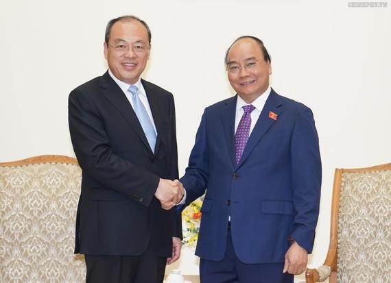 Thủ tướng Nguyễn Xuân Phúc và Tỉnh trưởng Vân Nam, Trung Quốc Nguyễn Thành Phát. Ảnh: VGP