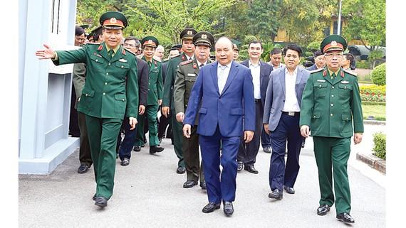 Thủ tướng Nguyễn Xuân Phúc đi kiểm tra công tác tu bổ định kỳ Lăng Chủ tịch Hồ Chí Minh