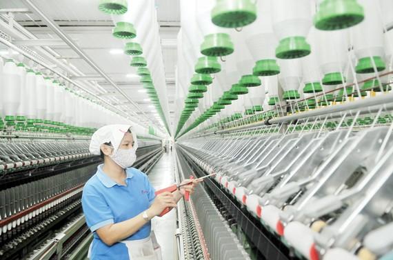 Dệt may là ngành truyền thống trong định hướng phát triển kinh tế TPHCM. Ảnh: CAO THĂNG