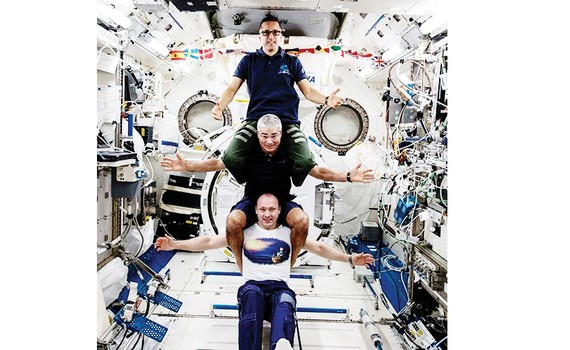 3 phi hành gia trở về Trái đất