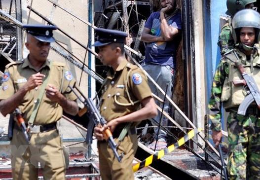 Cảnh sát Sri Lanka gác tại Kandy ngày 6-3. Ảnh: TTXVN