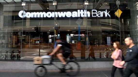 Ngân hàng Commonwealth chấp nhận án phạt kỷ lục
