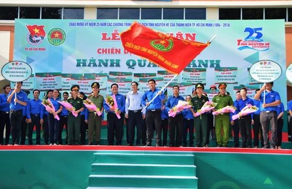Nghi thức ra quân Chiến dịch tình nguyện Hành quân xanh năm 2018. Ảnh: QĐND