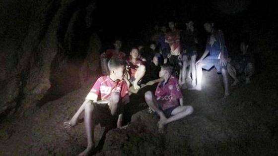 Hình ảnh các thành viên đội bóng và HLV của họ được tìm thấy tại hang Tham Luang